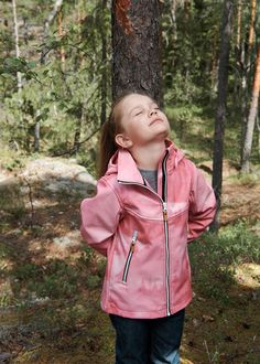 For all-round use in autumn and spring, this jacket keeps kids comfortable in any weather. #Reima #Adventure #NordicLifestyle #Outdoors #ActiveKids #OuterWear Nordic Design, Softshell, Activities For Kids, Kids Outfits, Rain Jacket, Windbreaker, Outdoors, Weather, Autumn