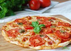 Dietní pizza s mozzarellou a rajčaty