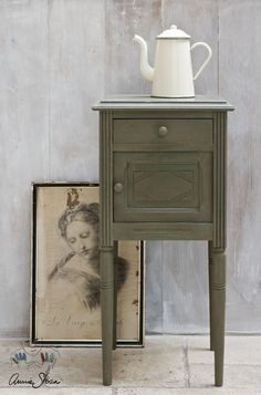 Paint wax, using chalk paint, annie sloan paints, chalk paint projects, c. Using Chalk Paint, Chalk Paint Colors, Chalk Paint Projects, Chalk Paint Furniture, Furniture Projects, Furniture Makeover, Diy Furniture, Brown Furniture, Refurbished Furniture