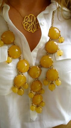 monogram necklace paired with a bubble necklace from Modern Vintage Boutique - love this! Need my monogram in gold and several bubble necklaces to do this for multiple outfits. Jewelry Accessories, Fashion Accessories, Fashion Jewelry, Yellow Accessories, Simple Outfits, Cute Outfits, Yellow Outfits, Bijou Box, Maxi Collar