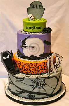 single layer choc/choc chip, choc/choc chip, single layer white, strawberry for a Halloween themed birthday party. Halloween Torte, Bolo Halloween, Halloween Baking, Halloween Goodies, Halloween Food For Party, Halloween Birthday, Halloween Treats, Crazy Cakes, Fancy Cakes