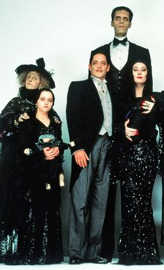 The Addams Family 1990 The Addams Family, Addams Family Costumes, The Munsters, Movies Showing, Movies And Tv Shows, Los Addams, I Movie, Movie Stars, Gomez And Morticia