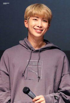 Image about kpop in BTS - Kim Namjoon 🎶💜 by miiims Jimin, Jungkook Jeon, Kim Namjoon, Bts Bangtan Boy, Bts Boys, Hoseok Bts, K Pop, Fansign Bts, Jeans Y Converse