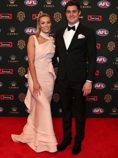 Fashionterest : The meadow air of Melbourne is filled with excitement and smells a lot like the scent of new clothes. Well, it is probably due to one of the major red carpet walk down in 2018 i.e Brownlow Medal red carpet.