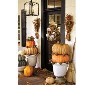 Incredibly easy DYI statement entryway. Use textured outdoor lights around pumpkins.
