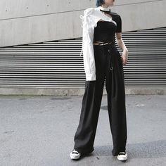 Korean Outfit Street Styles, Asian Street Style, Korean Outfits, Grunge Street Style, Tokyo Street Style, Asian Style, Korean Girl Fashion, Korean Street Fashion, Asian Fashion