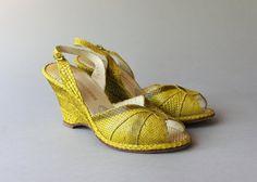 1950s Peep Toe Wedges / Vintage 50s Golden Yellow Snakeskin Shoes / 50s Jack Rogers Wedgies