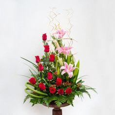 Bandeja con 12 Rosas y Lilium Perfumado