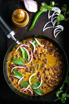 Classic Kerala kadala curry or black chickpea curry featuring chickpeas cooked in rich coconut sauce Vegan Lunch Recipes, Chickpea Recipes, Veg Recipes, Curry Recipes, Kitchen Recipes, Indian Food Recipes, Healthy Recipes, Ethnic Recipes, Healthy Foods