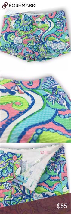 """Lilly Pulitzer Conch Republic Callahan Short Length- 15 1/2"""" Waist- 36"""" Hips- 21"""" Inseam- 5""""  Did you know? - Chevron raised imprint, belt loops, front button and zipper closure, side pockets, back welt pockets for decoration - Pre- loved - Lightweight, no stretch - 100% cotton - Low maintenance laundering - Measurements taken flat Lilly Pulitzer Shorts"""