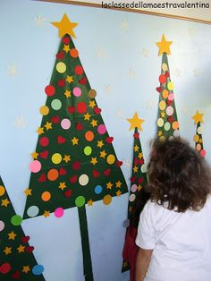 Lo scorso anno non ho avuto l'occasione di mostrarvi questo lavoro, che ho realizzato a scuola con i bambini ma, considerato il facile rea. Christmas Activities, Christmas Crafts For Kids, Xmas Crafts, Winter Christmas, Kids Christmas, Handmade Christmas, Diy And Crafts, Christmas Crafs, Easy Christmas Decorations
