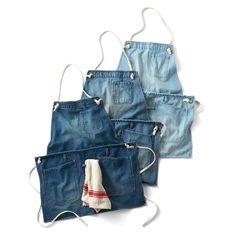 古着屋さんで見つけたような ふた通りのスタイルで使えるデニムエプロンの会 Diy Jeans, Jean Apron, Leather Apron, Denim Ideas, Couture Sewing, Apron Dress, Recycled Denim, Clothes Crafts, Work Wear