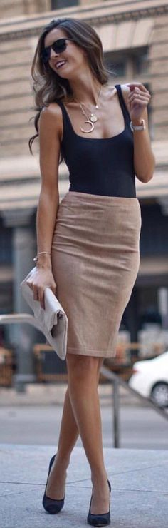 Amazingly simple but so fashionable - love this style | Stylish outfit ideas from Zefinka for women who love fashion.