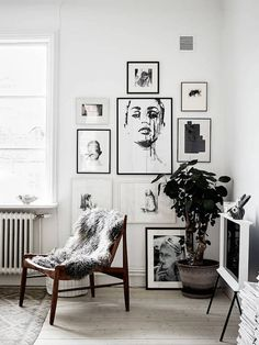 Black and white gallery wall. / Stadshem