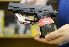 Acusan a expolicía de muerte a tiros de un hombre en un cine de Florida | USA Hispanic PressUSA Hispanic Press