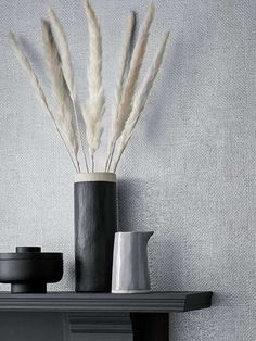 Ensfarget striedesign i metallisk utførelse. Diffuser, Wallpaper, Design, Wall Papers, Tapestries, Wallpapers, Loudspeaker Enclosure, Tapestry