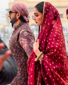 Deepika Padukone & Ranveer Singh in Amritsar - ThealiceOnline Bollywood Couples, Bollywood Stars, Bollywood Fashion, Bollywood Actress, Deepika Ranveer, Deepika Padukone Style, Ranveer Singh, Deepika Singh, Akshay Kumar