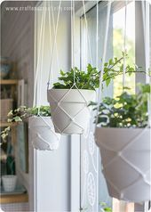 These DIY Macramé Hanging Planters Look Straight Out of an Anthropologie Catalo. These DIY Macramé Hanging Planters Look Straight Out of an Anthropologie Catalog Macrame Hanging Planter, Macrame Plant Hangers, Hanging Pots, Hanging Plant Diy, Hanging Herbs, Hanging Baskets, Plant Decor, Indoor Hanging Plants, Hanging Planters Outdoor