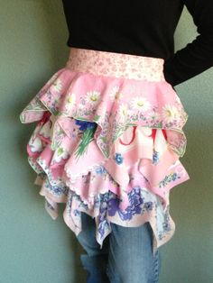 ❥ LOVE this vintage apron made with handkerchiefs~