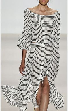 70 Fabulous Casual Black White Striped Midi Dress Outfit that Must You Have Fashion Mode, Look Fashion, High Fashion, Fashion Show, Womens Fashion, Fashion Design, Fashion Trends, Street Fashion, Fashion Ideas