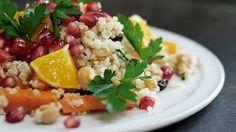 Beduinsalat med kikærter og quinoa - opskrift - salat - nemlig.com