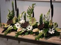 Risultati immagini per arranjos de flores para altares igrejas