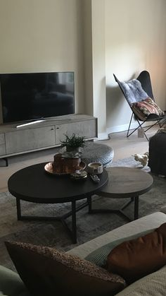 Retro Furniture, Furniture Design, Living Room Interior, Living Room Decor, Home Coffee Tables, Modern Country Style, Living Room Designs, Shelving, Sweet Home