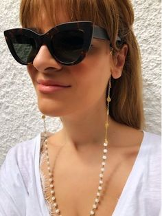 Sunglasses chain from a unique rosario with black beads and gold chain. You can put it in every pair of sunglasses that you wish. Round Lens Sunglasses, Flat Top Sunglasses, Cute Sunglasses, Sunglasses Women, Vintage Sunglasses, Womens Fashion Online, Latest Fashion For Women, Fake Glasses, Glasses Frames
