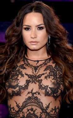 Vanessa Hudgens' glittery lids, Millie Bobby Brown's embellished hair and more stand-out looks from the 2017 MTV VMA Awards Demi Lovato Body, Demi Lovato Style, Beautiful Celebrities, Gorgeous Women, Demi Lovato Albums, Demi Love, Gorgeous Redhead, Celebrity Pictures, Rihanna