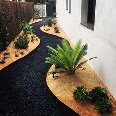 Chic Small Courtyard Garden Design Ideas For You Adorable Chic Small Courtyard Garden Design Ideas For You.Adorable Chic Small Courtyard Garden Design Ideas For You. Small Courtyard Gardens, Small Courtyards, Small Gardens, Modern Gardens, Courtyard Design, Patio Design, Small Yard Landscaping, Gravel Landscaping, Black Rock Landscaping
