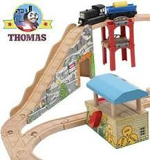wooden train mountain - Hledat Googlem Wooden Train, Wooden Diy, Nerf, Mountain, Toys, Activity Toys, Clearance Toys, Gaming, Games