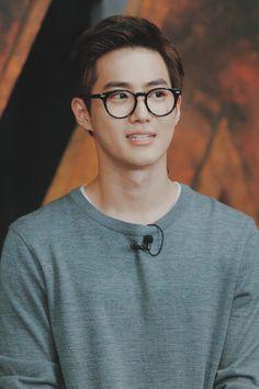 Suho really looks like Church Oppa here. Lol, still cute though<--- I wish he was a church oppa but. Kpop Exo, Suho Exo, Exo Ot12, Kaisoo, Exo K, K Pop, Kim Joon Myeon, Kim Minseok, Xiuchen