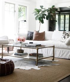 42 Astonishing Rural Farmhouse Living Room Design And Decor Ideas - Page 38 of 42 - Choti Decor Rugs In Living Room, Living Room Decor, Bedroom Rugs, Living Spaces, Farmhouse Living Room Furniture, French Country Living Room, Living Room Flooring, Living Room Remodel, Dining Room Design
