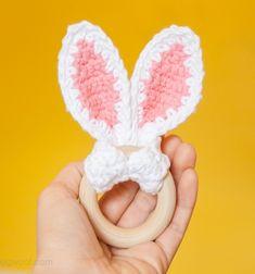 Crochet bunny ears baby teether with wooden ring - free crochet pattern // Horgolt nyuszifül baba rágóka fa karikával - ingyenes horgolásminta // Mindy - craft tutorial collection // #crafts #DIY #craftTutorial #tutorial