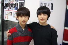 SMRookies release a friendly photo of their youngsters Jisung and Jeno - Sm Rookies, Jeno Smrookies, Taeyong, Cute Funny Pics, Park Jisung Nct, Triple J, Jeno Nct, Jaehyun Nct, Ji Sung