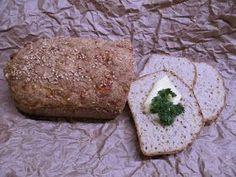 Selailin useampaa vhh-leipä ohjetta ja muokkailin niistä omanlaiseni. Sain koko leivän hiilari määräksi 18,2 eli reilusti alle hiilarin per ... Bread Recipes, Keto Recipes, Lchf, Low Carb, Curry, Baking, Eat, Ethnic Recipes, Food