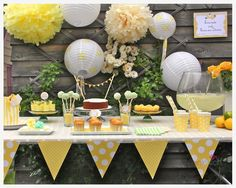 Sweet Table: Hausgemachte Limonade und feines aus Zitrone