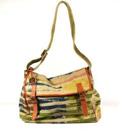 Jacono - Handmade canvas-leather bags - made in Parma – Italy – Art. 3713 postina in tessuto rigenerato dipinto a mano con rifiniture in pelle. Dimensioni cm: Base 37, Altezza 36, Profondità 20. Tracolla regolabile.