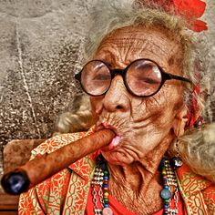 Granny Puretta, richest lady in Havana, Cuba. We Are The World, People Around The World, Around The Worlds, Havanna Party, Art Visage, Cigar Smoking, Interesting Faces, Belle Photo, Old Women