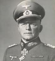 Ewald Von Kleist. Paul Ludwig Ewald von Kleist (Braunfels, Hesse, Alemania; 8 de agosto de 1881 – Campo Vladimir, cerca de Moscú, URSS, 13 o 16 de noviembre de 1954), capitán general y mariscal de campo alemán durante la Segunda Guerra Mundial.