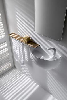 Dieses platzsparende Gästewaschbecken ist sicher eines der derzeit formschönsten. Es ist funktional und reduziert…