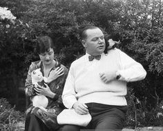 0 Roscoe 'Fatty' Arbuckle &  fiancee Doris Deane with cats