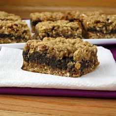 (i know, I know, it's not cookie - it's fruit and cake!) Ohhhh my heavens, Oatmeal Fig Bars! These sound divine! Thank you Kitchen - I can't wait to try! Healthy Desserts, Just Desserts, Delicious Desserts, Yummy Food, Granola Breakfast, Homemade Fig Newtons, Fat Bombs, Yummy Treats, Sweet Treats