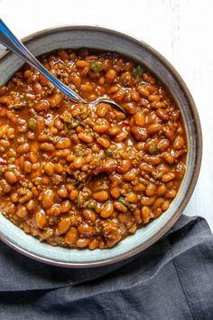Grab your best friends crank up your grill and make these delicious Southern Baked Beans. There is nothing that goes better with a juicy hamburger in the summer than our favorite family baked bean recipe. Its the perfect time of year to turn on your gri Baked Beans With Hamburger, Best Baked Beans, Pork N Beans, Baked Bean Recipes, Bbq Beans, Baked Beans With Beef Recipe, Ground Beef Baked Beans, Baked Beans Crock Pot, Bbq Pit Beans Recipe