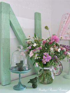 Shabby-Roses-Cottage: PALLET IDEAS Large initial. Love the spring colors!