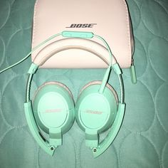 Mint (Tiffany blue) soundtrue BOSE headphones Mint soundtrue Bose headphones. GREAT condition, only used 3 times, honestly. Comes w/ box & instruction manual! bose Other