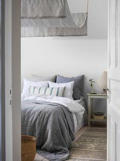 The wallpaper Quiet - 4613 from Boråstapeter is a wallpaper with the dimensions x m. The wallpaper Quiet - 4613 belongs to the popular wallpaper colle Beige Wallpaper, Striped Wallpaper, Pattern Wallpaper, Scandinavian Wallpaper, Scandinavian Design, Tactile Texture, Blue Bedroom, Color Azul, Designer Wallpaper