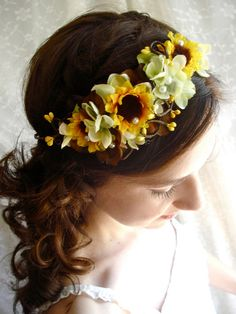 Could you make something like this?   Etsy listing at http://www.etsy.com/listing/120417400/sunflower-crown-hair-wreath-wedding