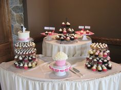 Minis, full-size cupcakes, a giant cupcake and a cake! So pretty!