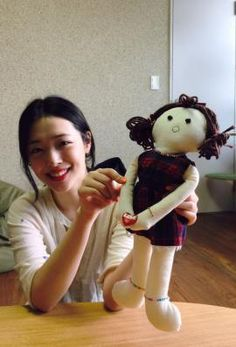 "SNOW WHITE on Twitter: ""[PHOTO] Sulli participated in UNICEF: Dolls for Auctionㅣhttp://t.co/1mSv3gS4uu http://t.co/QYYLW3bwTK"""